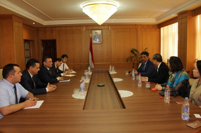 Meeting of Minister - N. Hikmatullozoda  with the chief Director of research Foundation of South Korea